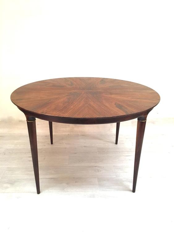Matbord i rosenträ formgivet av Svante Skogh
