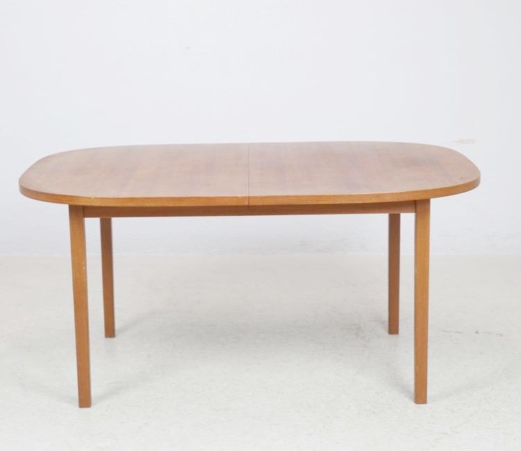 Ovalt matbord i teak