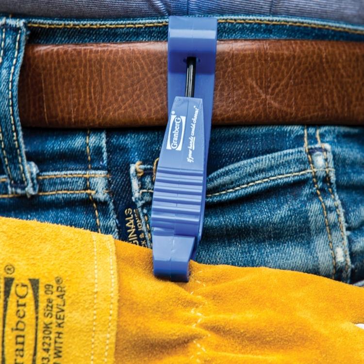 Handskklämma som sätts i bältet på arbetsbyxorna