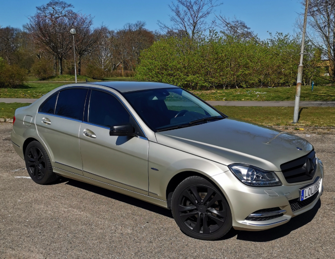 Mercedes C-klass sedan med solfilm