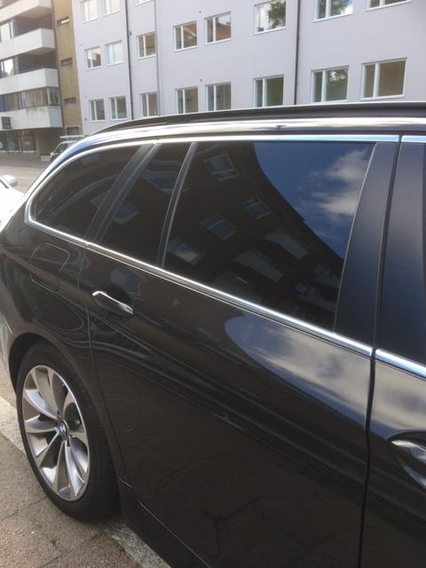 BMW F11 med mörk solfilm