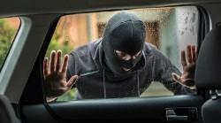 Beperk de inkijk in je voertuig met raamfolie.