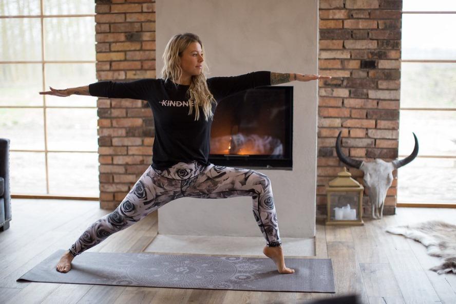 Man kan säga att alla är nybörjare i yoga eftersom vi aldrig kan bli  riktigt fullärda. Det kan däremot vara lättare för någon som utövat yoga  under några år ... 2f63c20c2a9db