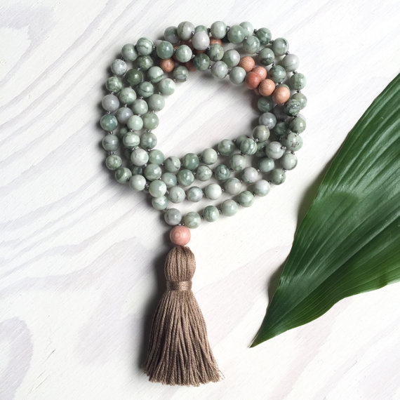 Yogahalsband Malas från The Beautiful Nomad - Dream green