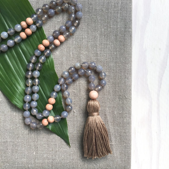 Yogahalsband Malas från The Beautiful Nomad - Grounded