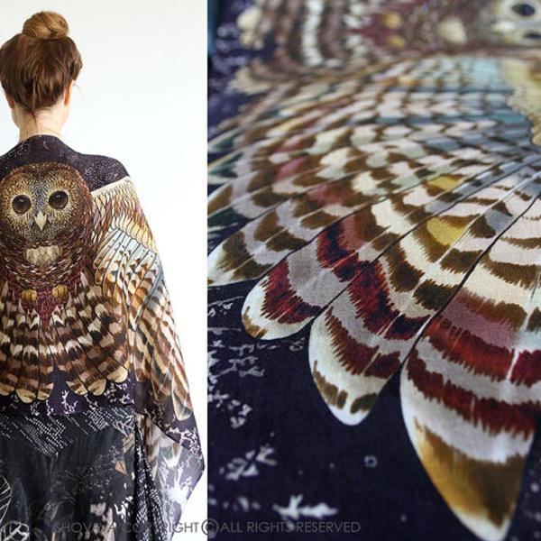 Sjal med vingar från Shovava - Night Owl