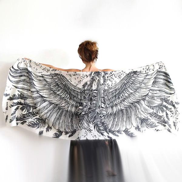 Sjal med vingar från Shovava - White