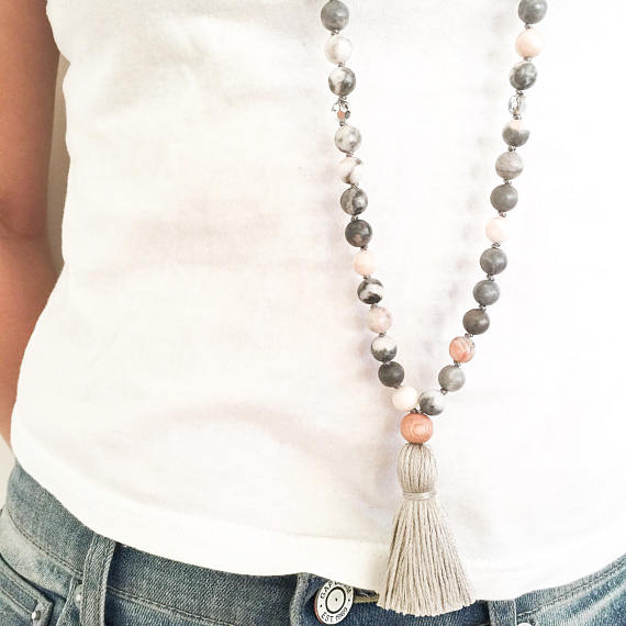 Yogahalsband Malas från The Beautiful Nomad - Earth mother pink