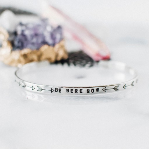 Armring i sterling silver från Zenned Out - Be here now