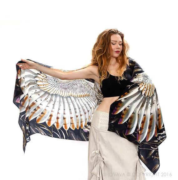 Sjal med vingar och uggla från Shovava - Wheat barn Owl