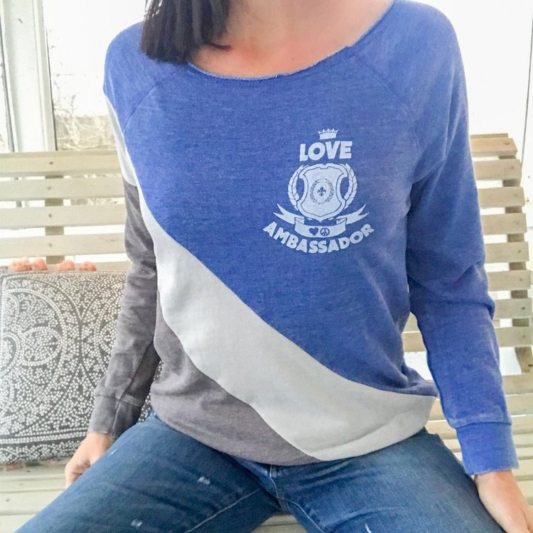 Tröja Love ambassador Blue från SuperLove Tees
