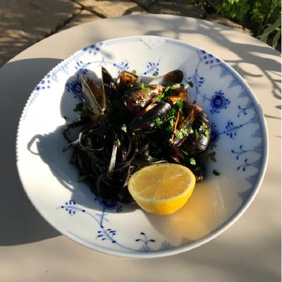 Linns recept: Svart pasta med musslor