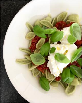 Linns recept: Foglia d'ulivo med burrata och ugnsbakade tomater