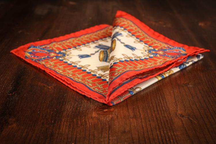Silk Medallion - Red/White/Beige (45x45)
