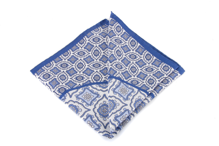 Silk Medallion - Light Blue/White (36x36)