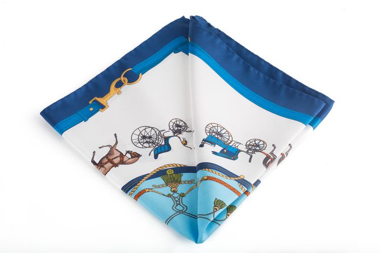 Silk Wagon - White/Navy Blue (45x45)