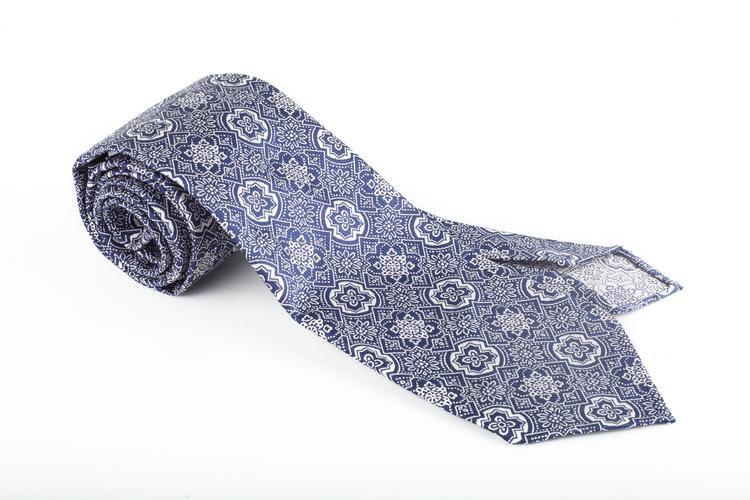 Silk Medallion Untipped - Navy Blue/White