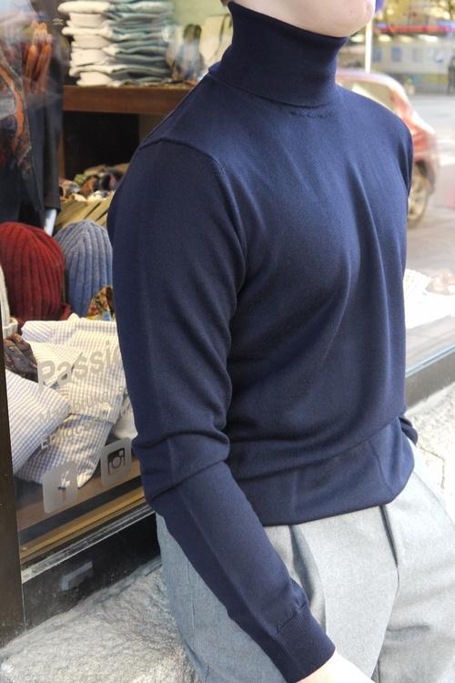 Rollneck Merino Pullover - Navy Blue