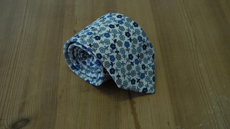 Silk Floral - White/Light Blue/Grey