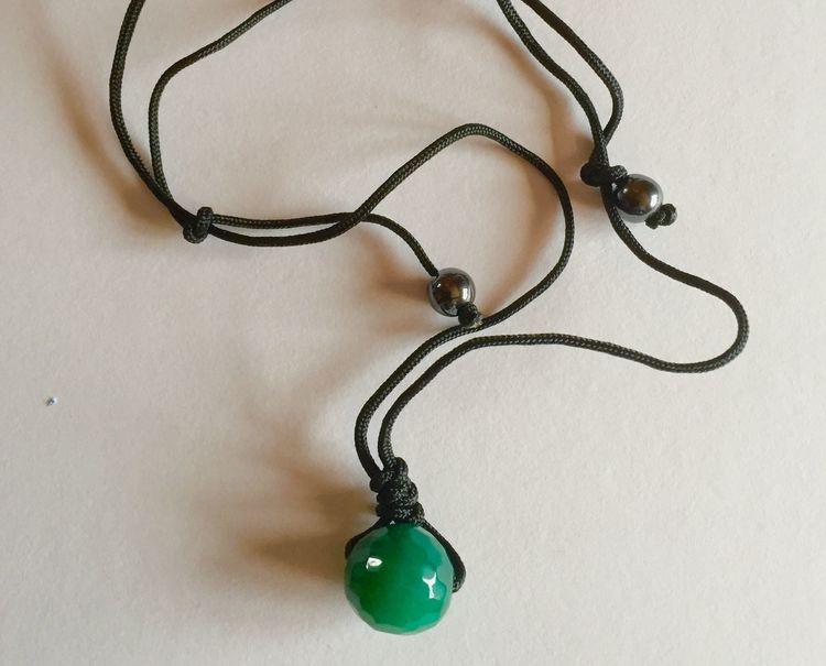 Halsband rund pärla grön