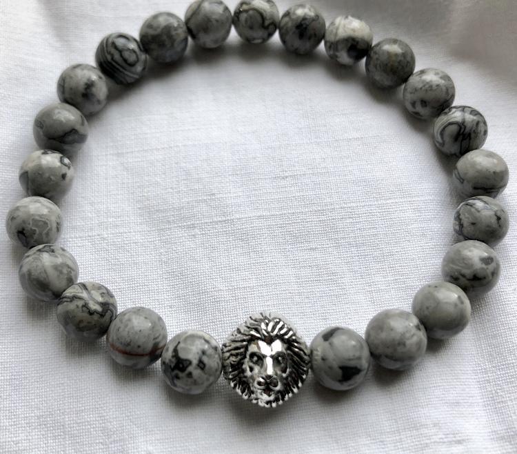 Lejonkungen grå