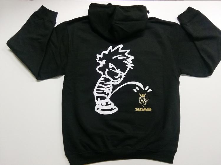 Kalle kissar på Saab hoodie