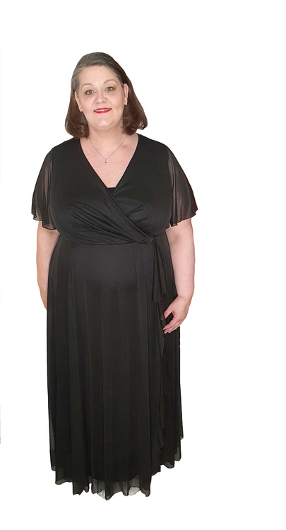 Svart långklänning med omlott i mjuk chiffong