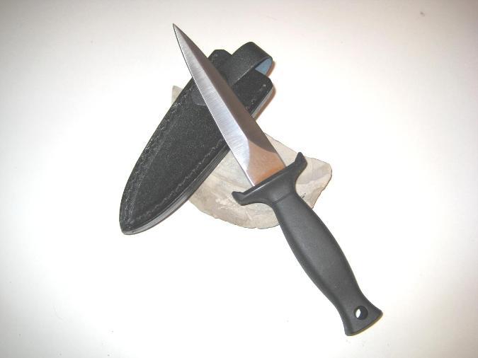 Stickkniv metallhandtag