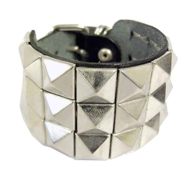 Armband med pyramidnitar 3 rader
