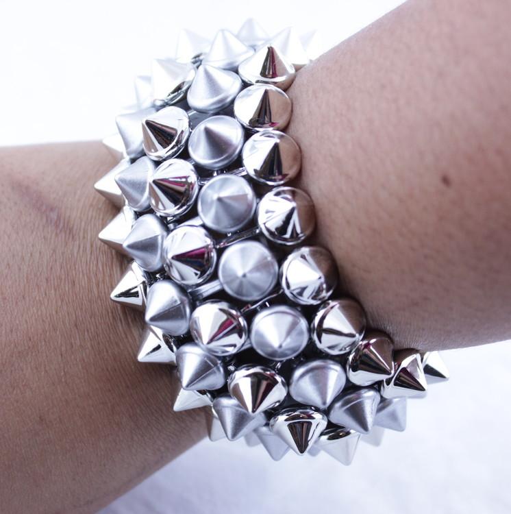 Armband  Spikenitar