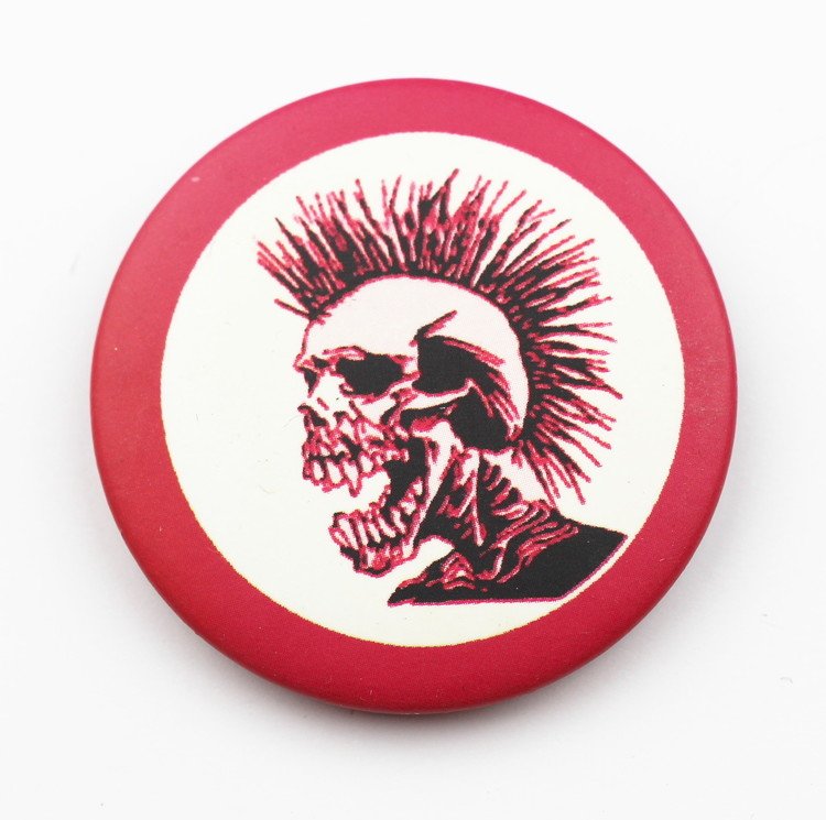 Pin Red punkskull