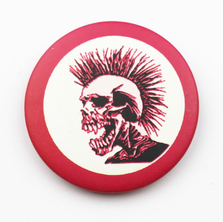 Pin Red punkskull