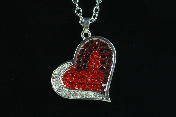 Kedja med hjärtformat hängsmycke
