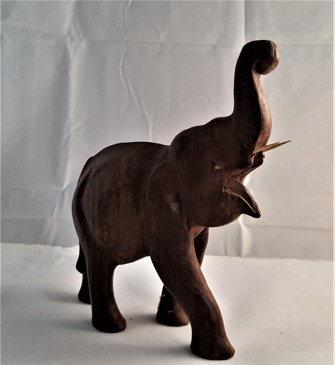 Snidade handgjorda elefanter, olika varianter