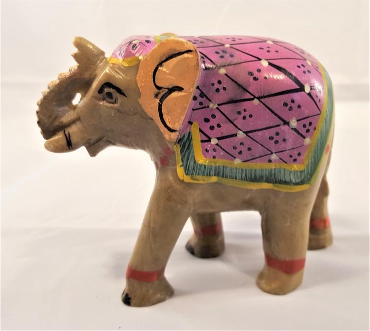Handgjord elefant med målad sadel