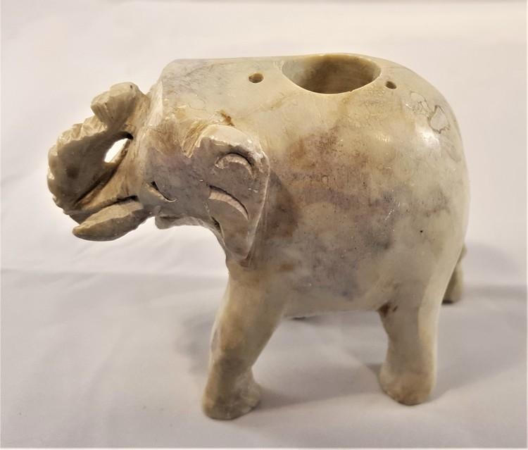 Handgjord elefant i sten för ljus