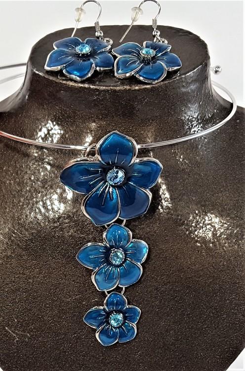 Set stelt halsband med örhänge i blått