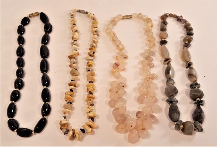 Halsband i olika färger, 4 olika att välja på, x1