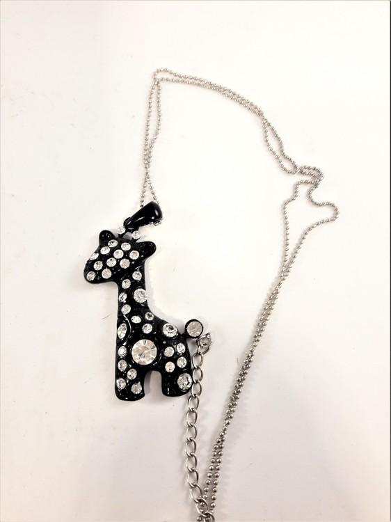 Halsband med hänge av giraff och strass i svart 2 varianter