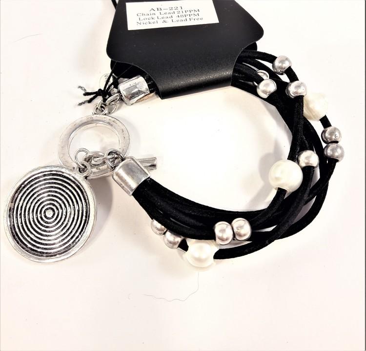 Flerradigt armband med pärlor