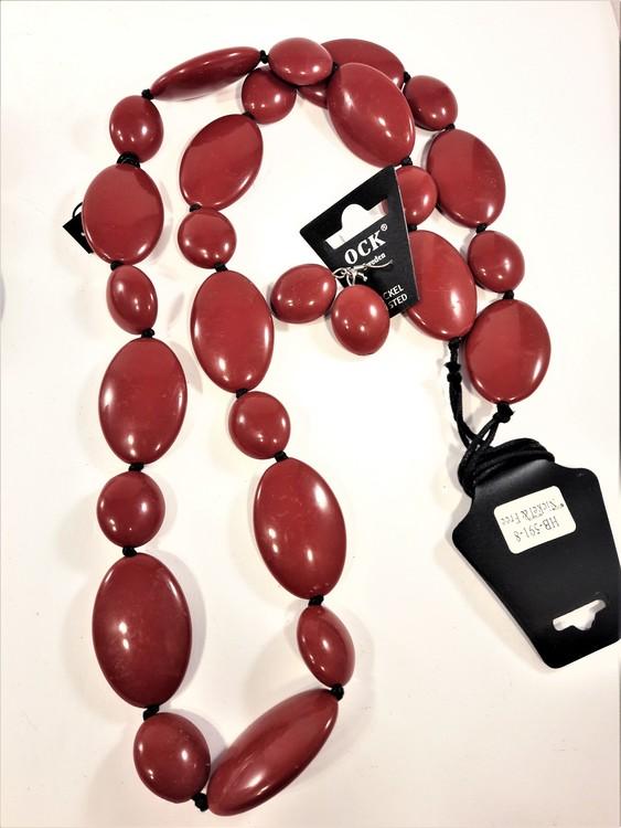 Halsband och örhänge med stora polerade stenar, röd eller blå