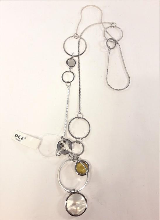 Halskedja med olika ringar, fyllda och öppna