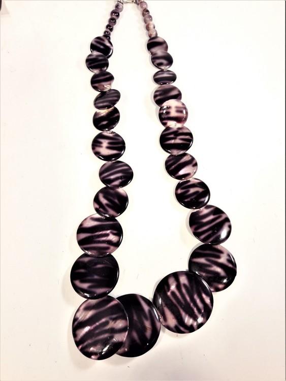 Halsband med gepardfärgade plattor, mörk- eller rödbrun