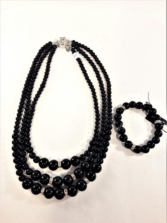 Treradigt set med halsband och armband i svarta pärlor och strass