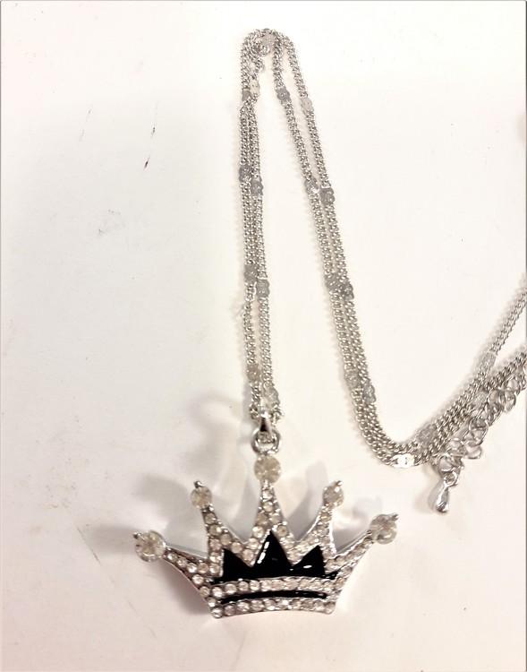 Halskedja med hänge i form av krona med strass