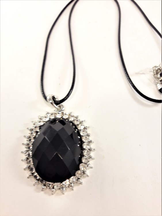 Halsband i läder med fin svart sten och strass