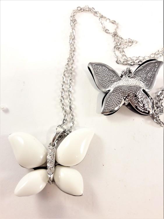 Halskedja med vit fjäril och strass
