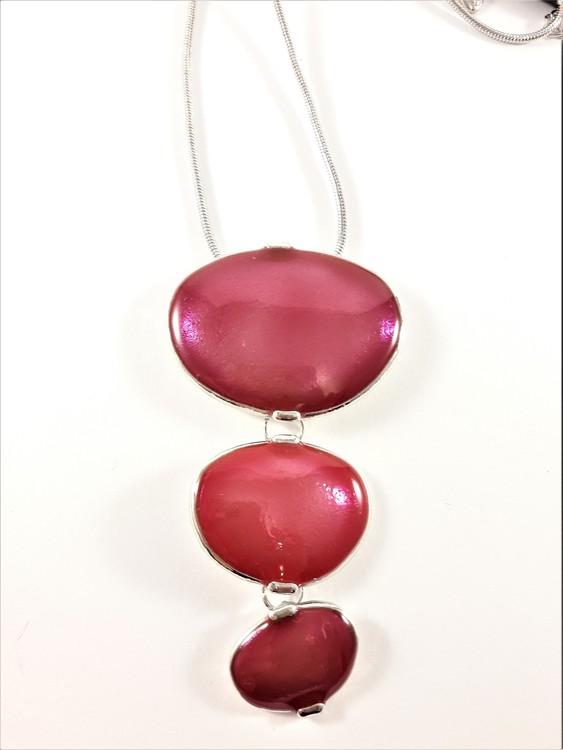 Halsband med röda plattor