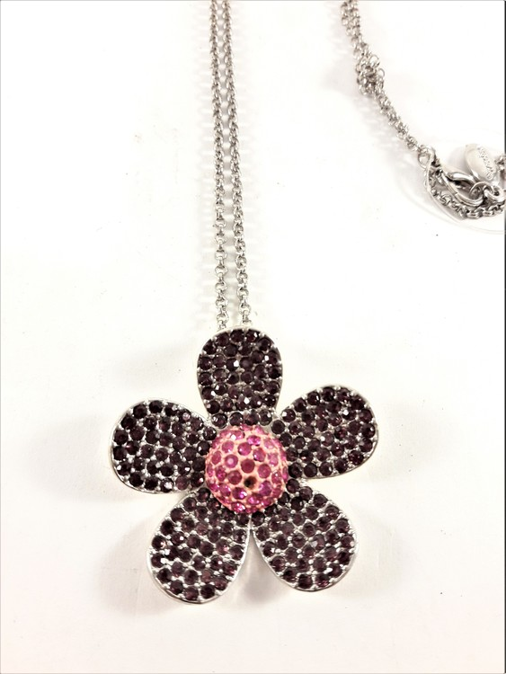 Halskedja med glittrande blomma som hänge, lila