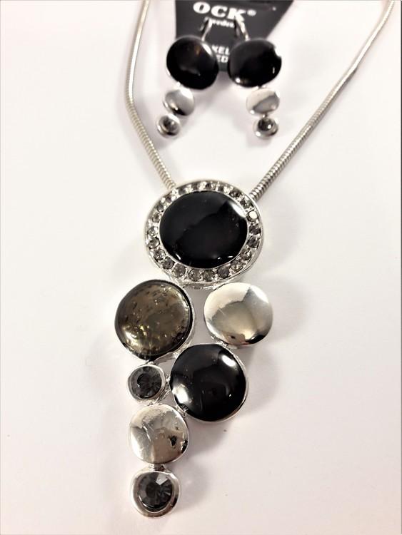 Halsband med fina detaljer och strass med matchande örhängen